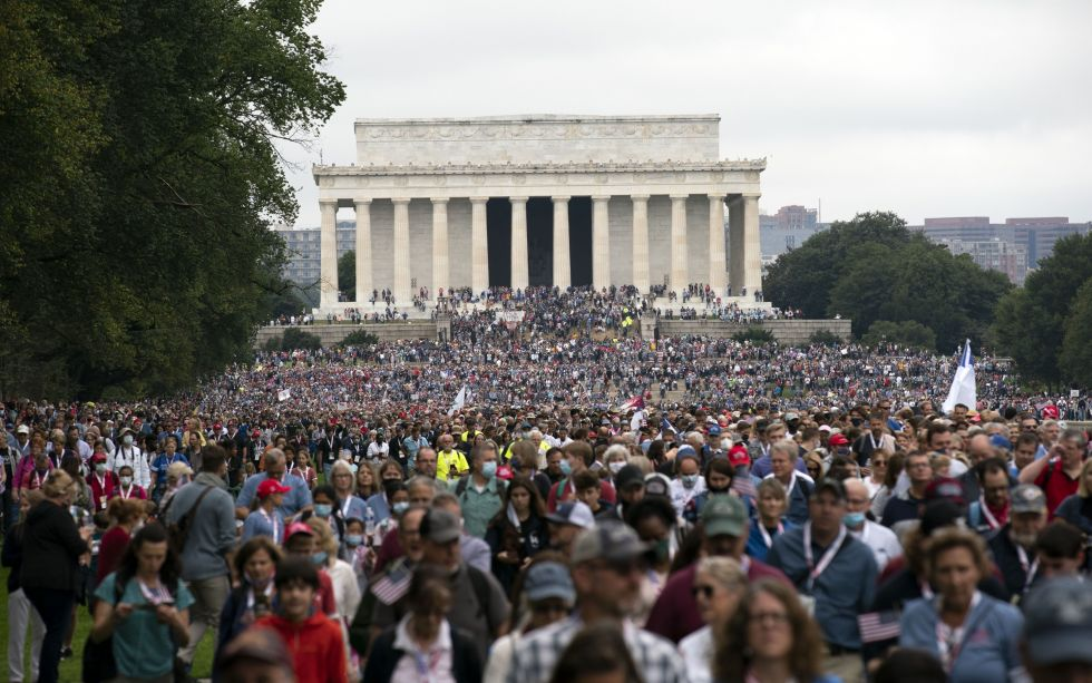 Over 75 000 marsjerte og ba i Washington DC